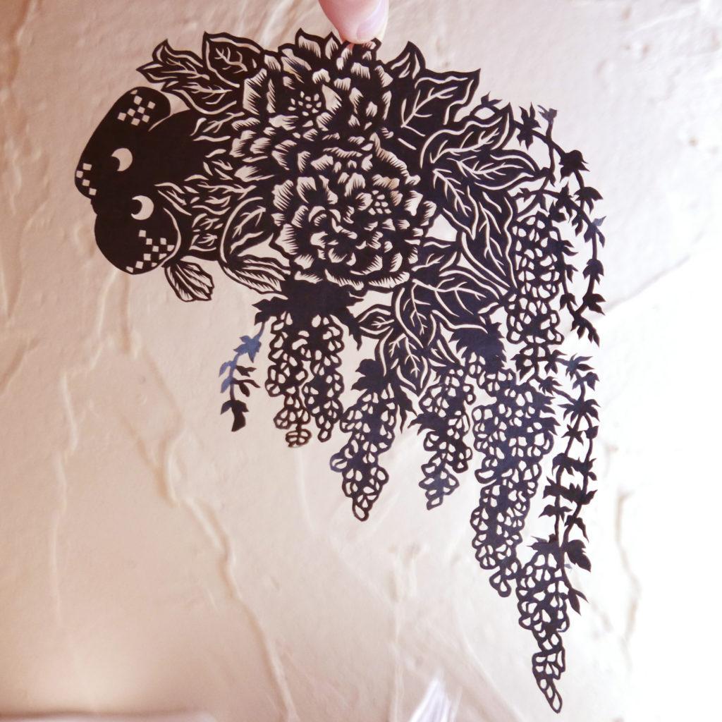 切り絵・金魚/水泡眼と藤と牡丹