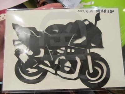 即興紙切り・愛車のバイクの写真を見ながら