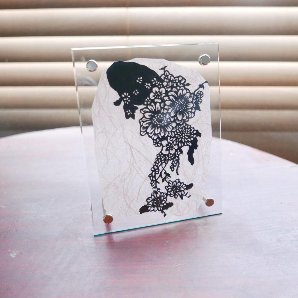 切り絵・お友達への誕生日プレゼント・その方をイメージした金魚を作成。